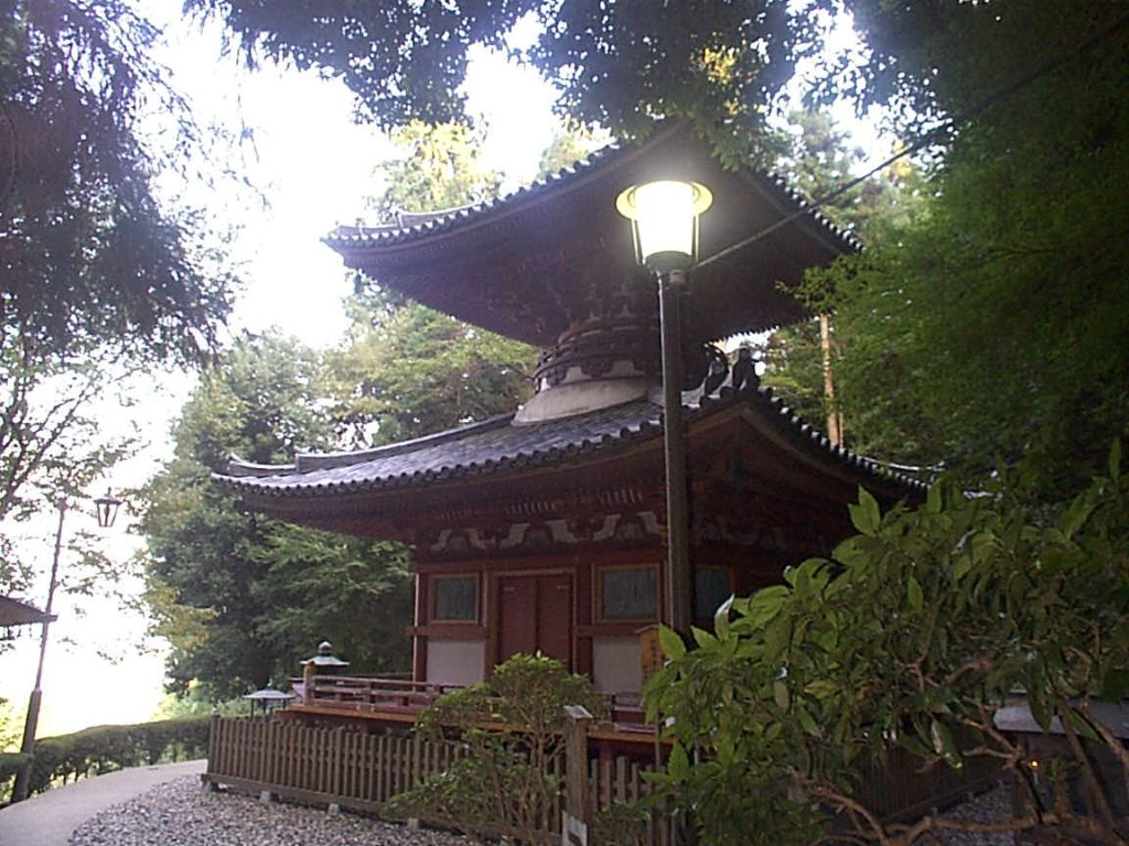奈良県生駒市の生駒山の中腹にそびえ立つパワースポット・宝山寺